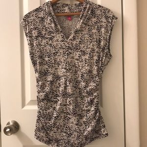 Vince Camuto silky slenderizing floral top, Size M